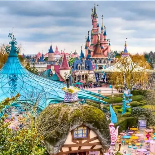 """Küçük Bir Dünya"" – Disneyland"